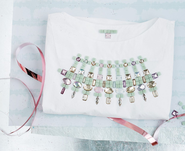 T-Shirt mit Perlen verzieren
