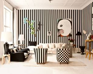 Zufluchtsort: Das schwarz-weiße Wohnzimmer von Künstlerin Elvira Bach