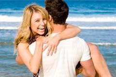 Im Urlaub flirten: Die wichtigsten Sätze in 4 Sprachen