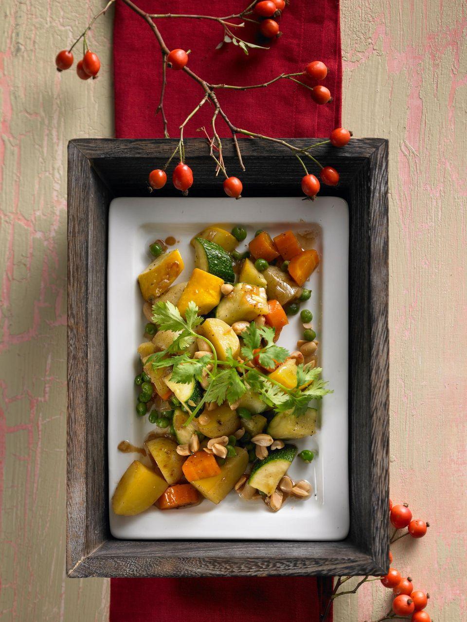 Kartoffeln in asiatischer Gemüse-Pfanne