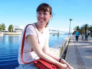 Körpergefühl: Larissa Strohbusch, 30, ist freie Redakteurin und schreibt auf www.norobotsmagazine.de . Sie ist 1,81 Meter groß und von Natur aus dünn, was nicht immer ein Zuckerschlecken ist.