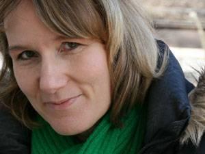 Conny Stark, 45, wurde mit 43 zum ersten Mal Mutter. Mit Mann und Sohn lebt sie seit kurzem wieder in ihrer Heimat im Vordertaunus. Als Texterin und Autorin arbeitet sie seit Jahren freiberuflich für Werbeagenturen, Tonstudios und internationale Unternehmen.