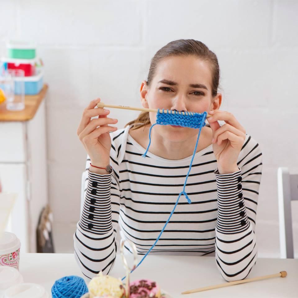 """Macht Spaß: 10 """"Oma-Hobbys"""", die ihr unbedingt mal ausprobieren solltet"""