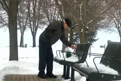 Ein alter Mann, eine Parkbank und eine große Liebe