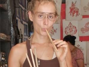 """Zero Waste: Olga Kroll, 31, lebt mit ihrem Partner Gregor und dessen drei Kindern in Köln. Aus der Verbannung von Müll im eigenen Haushalt heraus gründen sie gerade die Firma """"Zero Waste Lifestyle"""", die in Kürze mit neuer Homepage, Onlineshop und Bildungsangeboten den bestehenden Blog zerowastelifestyle.de erweitert."""