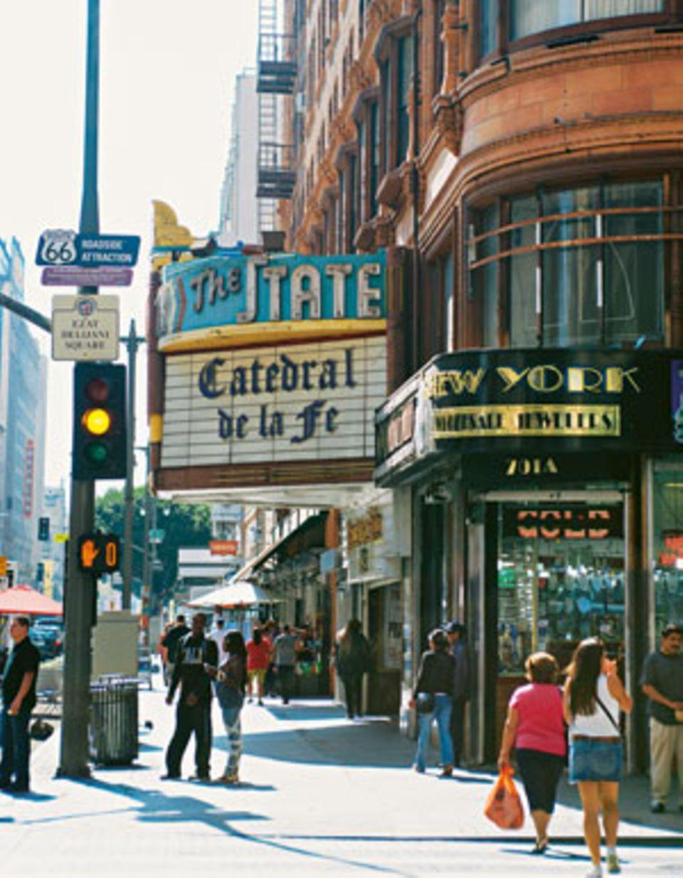 Einige Ecken in der Innenstadt sehen dank Bauten im Stil des Art déco noch aus wie in den 1920er Jahren.