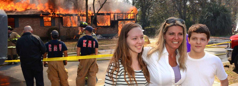 Video: Diese Mutter brennt das Haus des Mörders ihrer Tochter ab