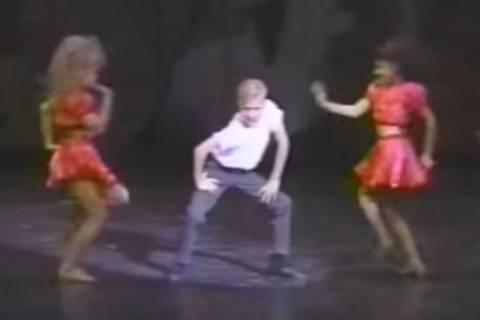 Welcher Filmstar tanzt sich hier schon mit 12 in unsere Herzen?