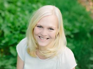 """Dani Wolf, ist Büroleiterin und lebt mit Mann und Sohn in Baden-Württemberg. Als momentane Vollzeitmama und Leidenschaftsbloggerin (Gluckeundso.de ) sucht sie gerade nach ihrem """"beruflichen Sinn im Leben"""", da, wie sie sagt, das Mamasein eine neue Frau aus ihr gemacht habe."""