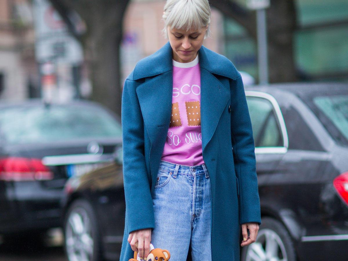 So stylen wir die Retro-Jeans modern
