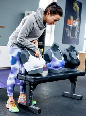 Tipps: Eva Büsel, Produktmanagerin bei Odlo, hat die neuen Sport-BH-Modelle mitentwickelt. Je nach Brustgröße und Trainingsintensität geben sie unterschiedlich starken Halt.