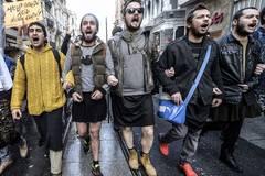 Türkische Männer protestieren in Miniröcken gegen sexuelle Gewalt