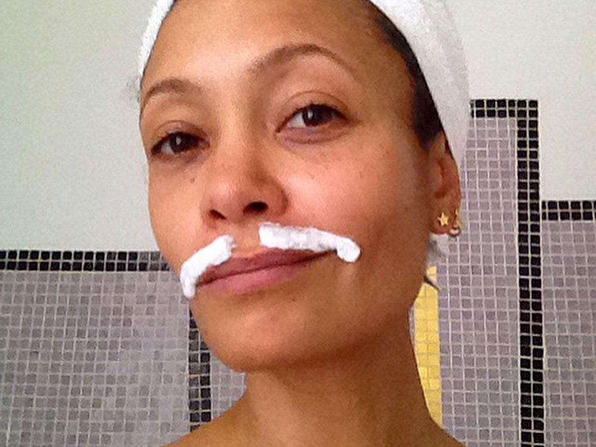 Gesichtsbehaarung entfernen Frauen