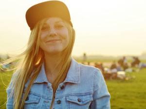 Lia Hermanns, 22, macht nach anderthalb Jahren in Hamburg bald Köln und eine Männer-WG unsicher. In der Domstadt wagt sie mit einem Studium zur Online-Redakteurin einen Neuanfang. Die Zeit dort möchte sie auch mal ohne Handy genießen - aber ganz aufs Smartphone verzichten kann und will sie nicht.