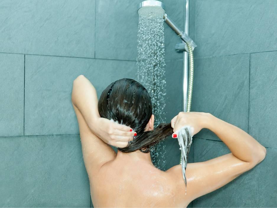Mit diesem Trick muss sie nur noch jeden 4. statt jeden 2. Tag ihre Haare waschen!