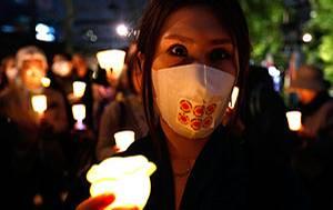 Jahrestag: Stille Trauer: Im ganzen Land wird ein Jahr nach dem Tsunami der Opfer gedacht.