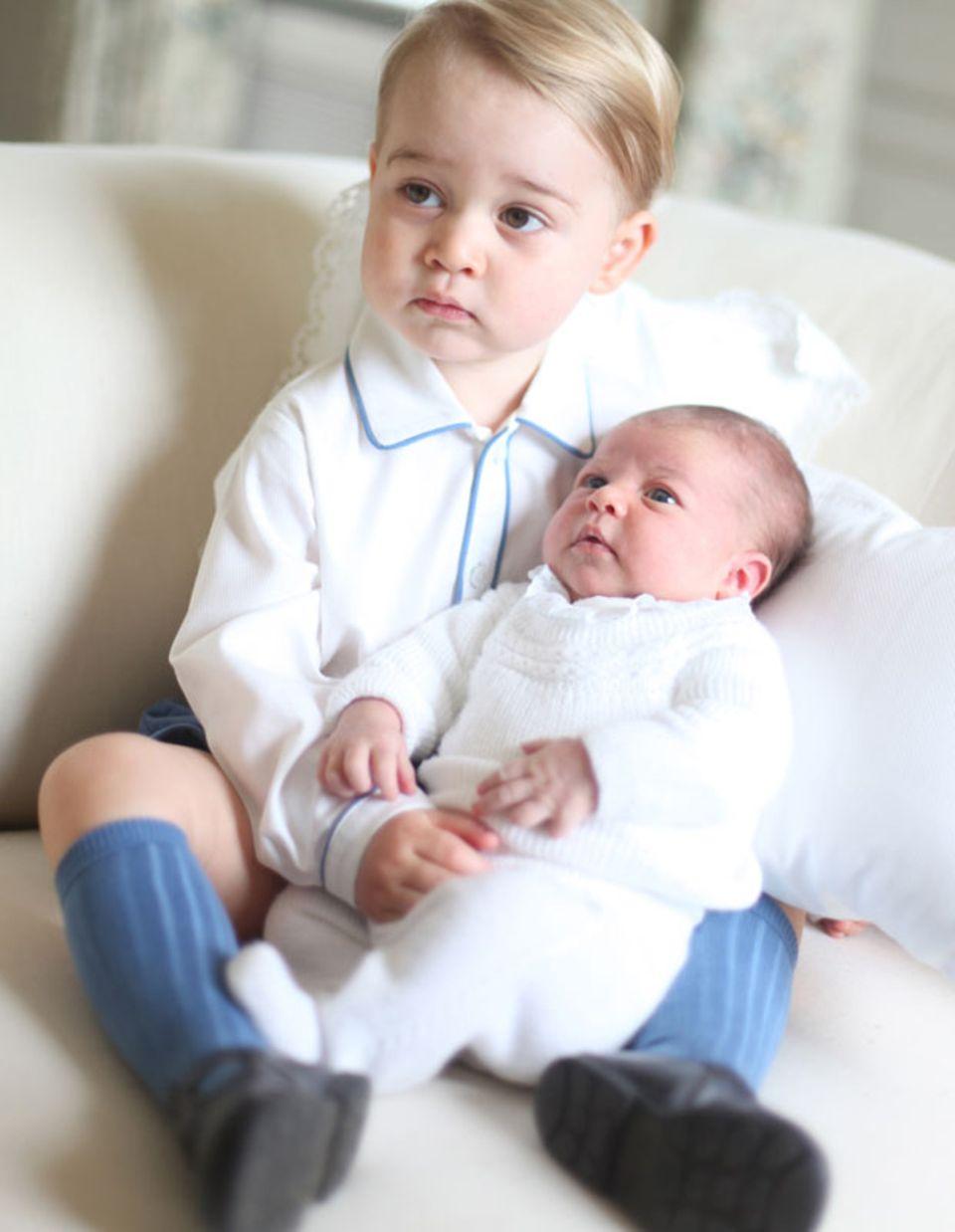 Königlich kuscheln: Prinz und Prinzessin verstehen sich bestens
