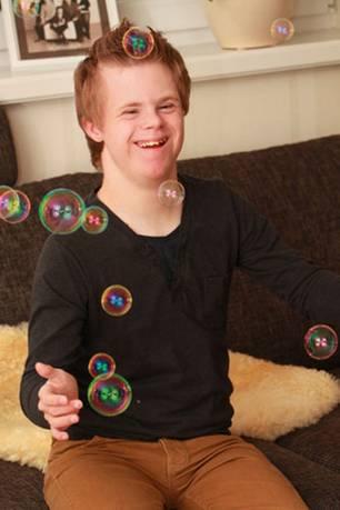 Down-Syndrom: Kämpfernatur: Tim hat seine Ärzte immer wieder überrascht, überstand eine Lungenentzündung und andere Krankheiten.