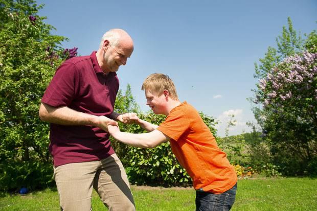Down-Syndrom: Eingespieltes Team: Tim und sein Pflegevater Bernhard Guido.