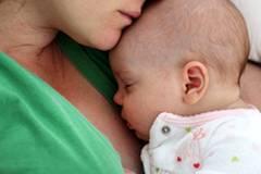 Baby erstickt neben Mama: Die unterschätzte Gefahr
