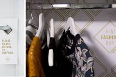 In der Mini-Fashion-Bar gibt's Klamotten to go