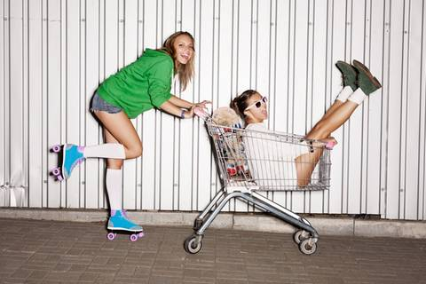 Schnüffeln, naschen, blättern - was ist im Supermarkt erlaubt?