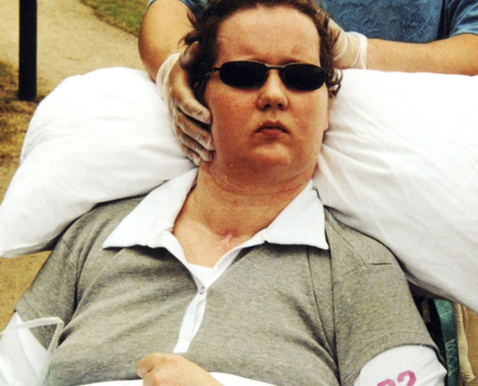 Im Rollstuhl mit Stütze: So verbrachte Carola Thimm viele Jahre ihres Wachkomas.