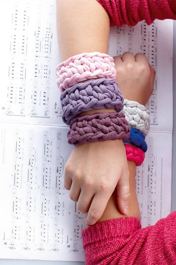 Anleitungen: Armbänder häkeln - 3 Ideen zum Selbermachen | BRIGITTE.de