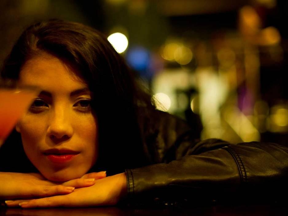 5 gute Gründe, warum Frau allein in eine Bar gehen sollte