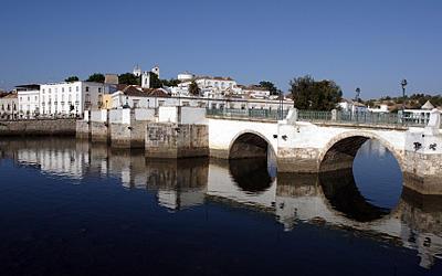 Romantisch: Die Maurenstadt Tavira liegt am Fluss Gilão