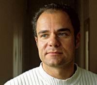 Guido Eckert (*1964) ist freier Journalist und Autor. Er lebt mit seiner Frau und seinem Sohn in einem kleinen Dorf im Sauerland. Neben Reportagen schreibt er Romane und Erzählungen.