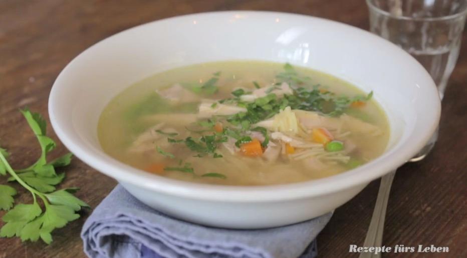 Hühnersuppe: Das beste Rezept bei Erkältung