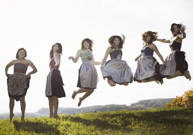 Die sechs jungen Winzerinnen