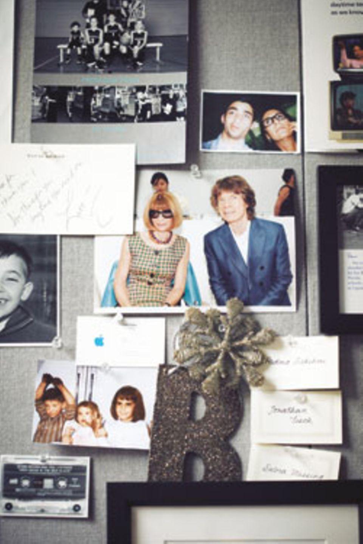 Erinnerungen: Bobbis Bürowände sind mit Fotos tapeziert