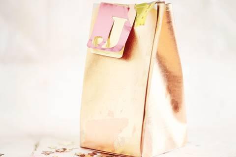 Geschenktüte falten - Anleitung zum Nachmachen