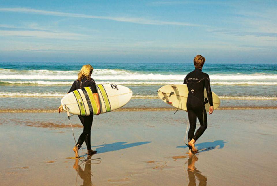 Bretteben: Der breite Strand von Odeceixe ist ein Hotspot für Surfer.