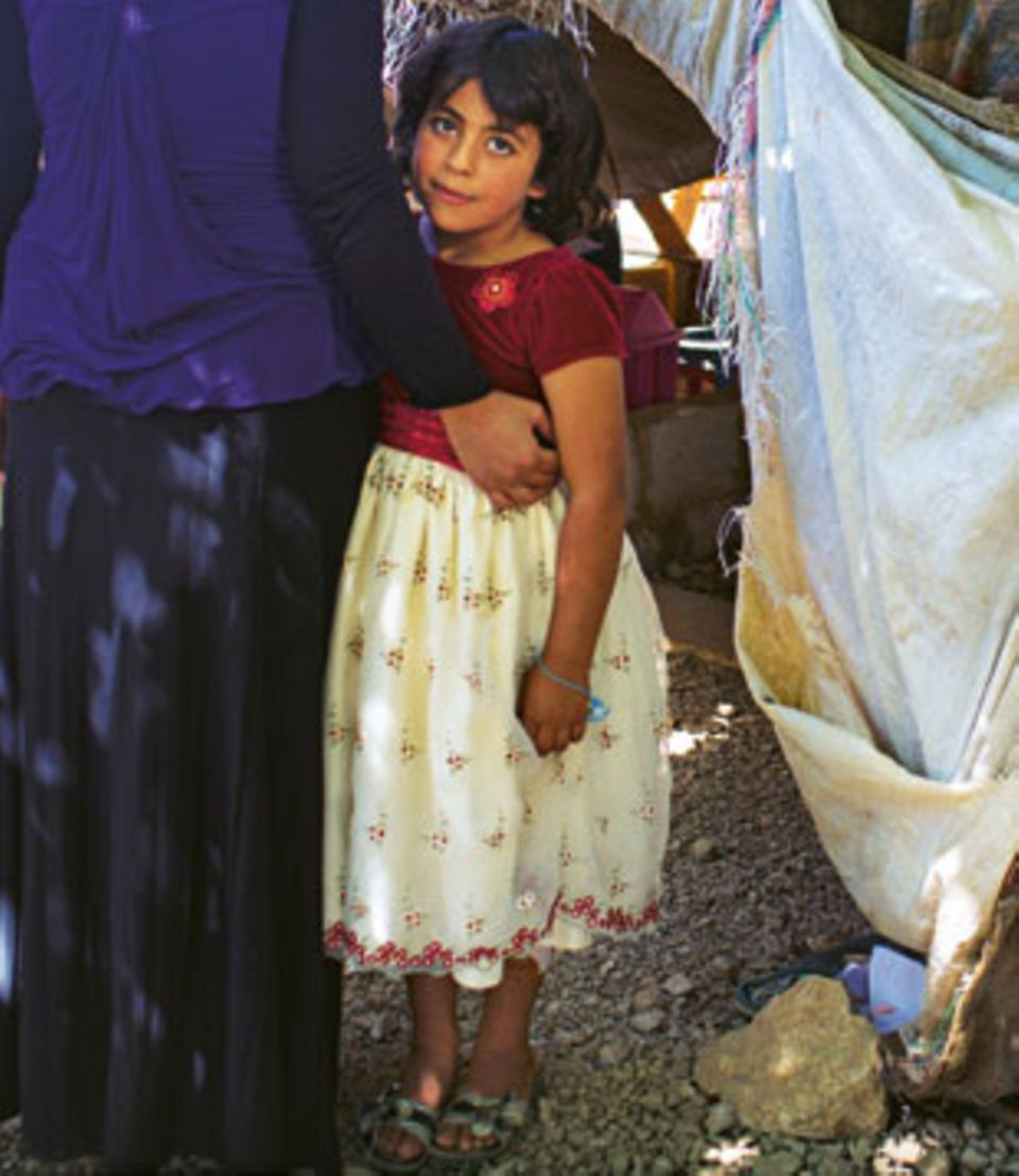 Viele Kinder sind durch die Flucht traumatisiert, kapseln sich ab. Ihre überforderten Eltern können ihnen oft nicht helfen.