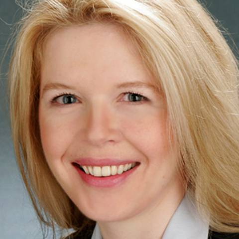 Diplom-Kauffrau Frauke Christiansen beschäftigt sich seit 20 Jahren mit Fragen der Organisationsentwicklung und Führung, zunächst als Projektleiterin und Managerin in einer Bank, seit 13 Jahren auf der Beraterseite. Seit 2010 ist sie selbständig als Beraterin und Trainerin im In- und Ausland tätig.
