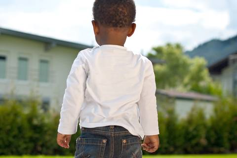 Mutter weiß, Kind schwarz: Wenn Rassismus plötzlich Alltag ist