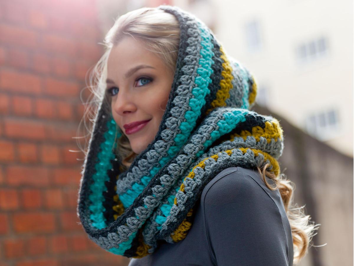 Diese Kapuzenschals bringen euch warm durch den Winter