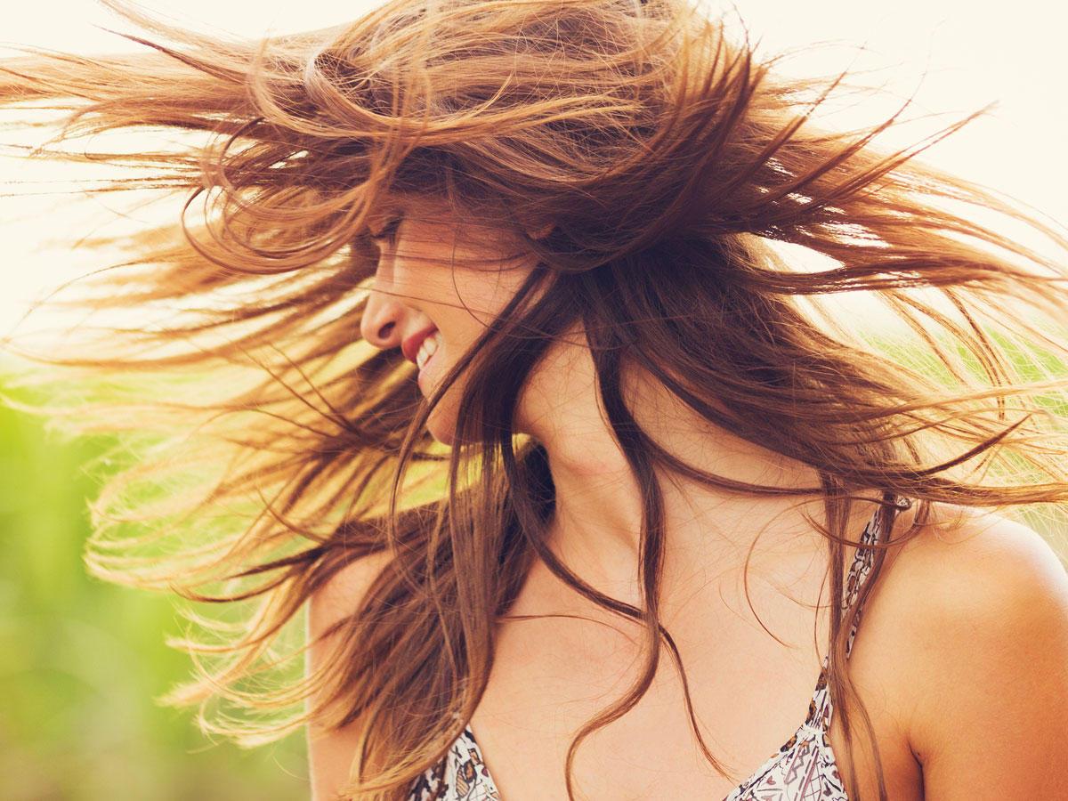 10 Probleme, die garantiert jede Frau mit langen Haaren kennt