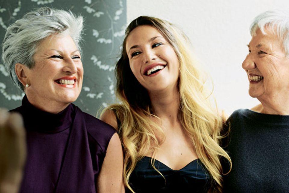 Petra Grand mit ihrer Tochter Isabel und deren Großmutter Lisa