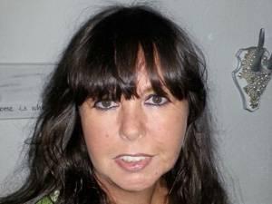 Tina Maxen, 54, ist geschieden und hat eine 25-jährige Tochter. 2010 ging es ihr privat nicht so gut, im Zuge von Scheidung und Existenzängsten entstand 2011 ihr Blog  www.maengelexemplar-cilly.blogspot.de. Heute geht es ihr wieder gut, sie lebt nicht ganz freiwillig, aber trotzdem glücklich als Single.