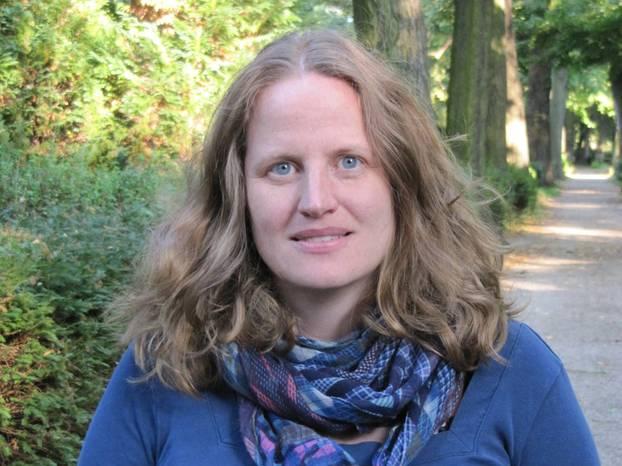 Florence von Bodisco hat Politikwissenschaft, Soziologie und Volkskunde studiert. Sie arbeitet als Mitarbeiterin des Europaabgeordneten Prof. Dr. Klaus Buchner. Die ausgebildete Mediatorin (mediatorin.me liebt politische Diskussionen mit Freunden - am besten bei einem Glas Rotwein und tollem Essen.