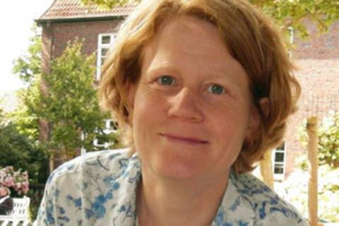 Dr. Judith Striek ist freiberufliche Beraterin für Menschenrechte. Sie liebt Selbermachen und Upcycling, betreibt leidenschaftlich Foodsharing und hat keinen Fernseher. Sie schreibt über Menschenrechte und Geschlechterverhältnisse und hier für alle, die genervt sind von Rosa und Hellblau.