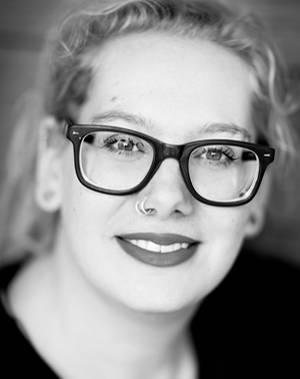"""Geburt: Andrea Zschocher ist freie Journalistin, Bloggerin und Mutter aus Berlin. Besonders gern schreibt sie über die Themen Kind(er) und Familie. Die schönen Momente im Leben mit Kind hält sie auf ihrem Blog """"Runzelfuesschen"""" fest. Andrea Zschocher besitzt eine große Neugier auf das Leben und lacht gern."""