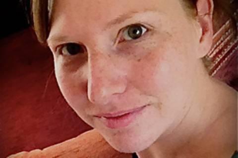 Miriam Schaefer, 29, lebt mit Mann, kleiner Tochter, Gecko und Bartagame in Nordrhein-Westfalen. Auf ihrem Blog www.frau-chamailion.de schreibt sie über ihr Leben als junge Mutter, ihr Studium und Allgemeines. Sie liebt Photographie, das Schreiben und die Wissenschaft und träumt davon, in der Antarktis zu forschen.