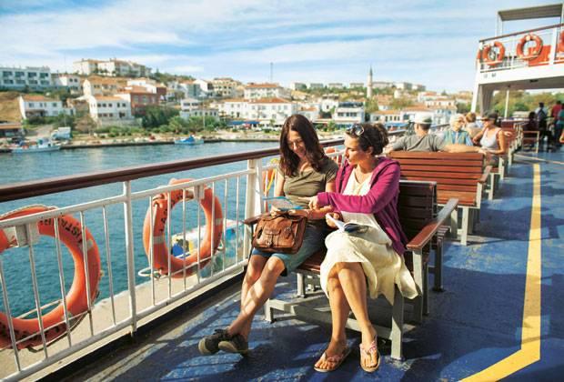 Wohin als nächstes? Susanne (links) und Anna legen ihr nächstes Etappenziel fest