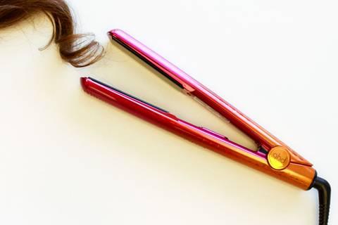 Professional Styler: Macht das Glätteisen krause Haare wirklich glatt?