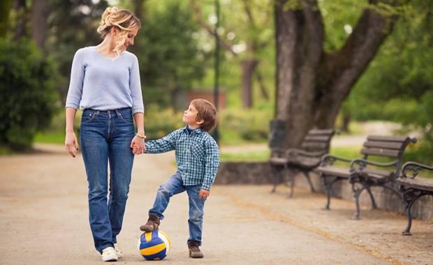 """5 Fragen an dein Kind, die besser sind als """"Wie war dein Tag""""?"""